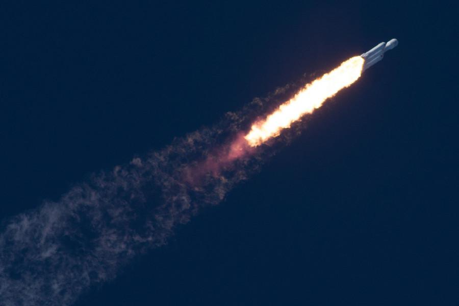 Tesla Roadster улетел в астероидный пояс