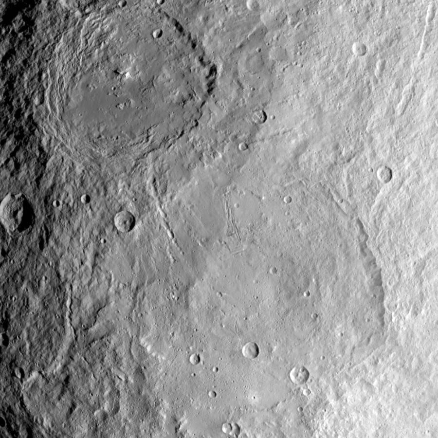 Большие кратеры Цереры и лед у Ньюфаундленда