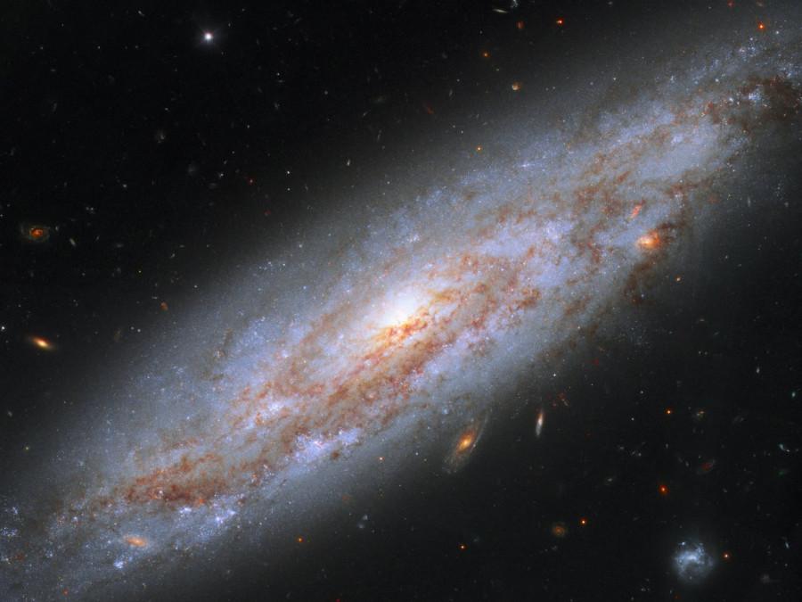 Телескоп «Хаббл» сфотографировал «галактику-маяк»