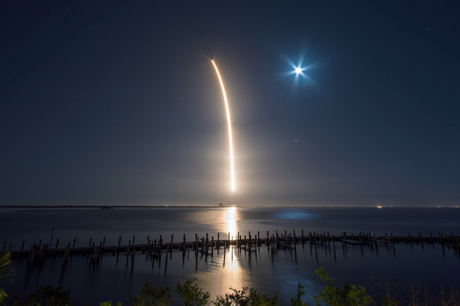 SpaceX запустила экспериментальный «спутник-попутчик»