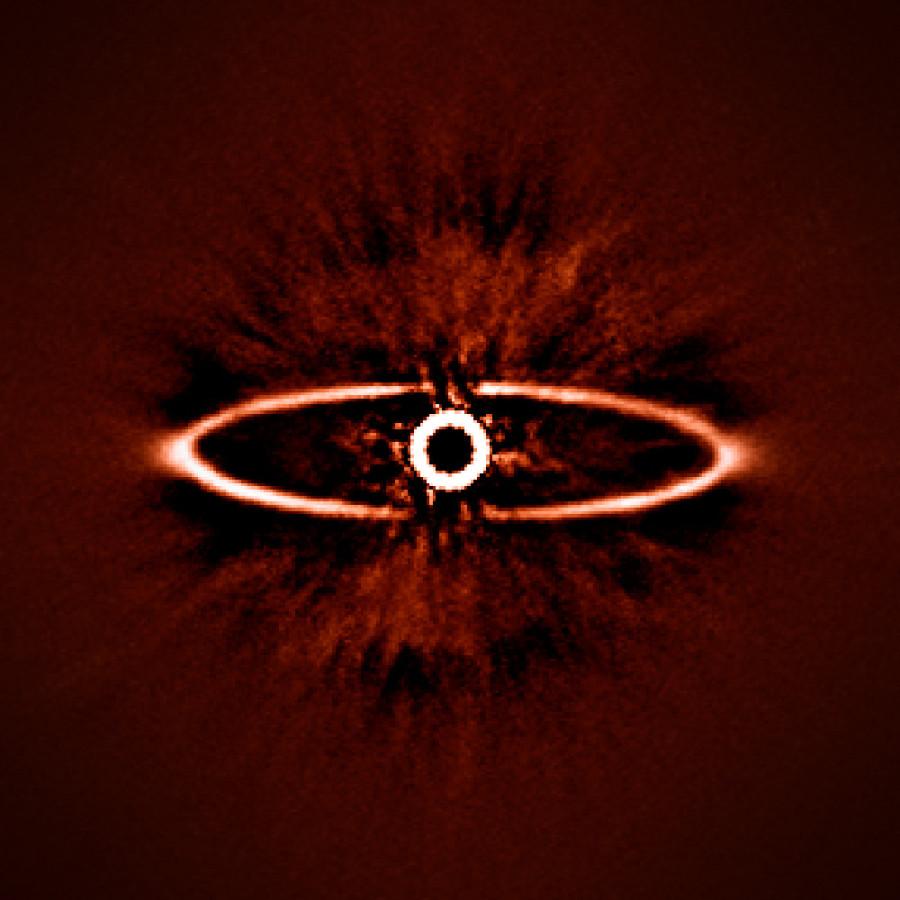 «Хаббл» сфотографировал пылевую структуру вокруг «Ока Саурона»