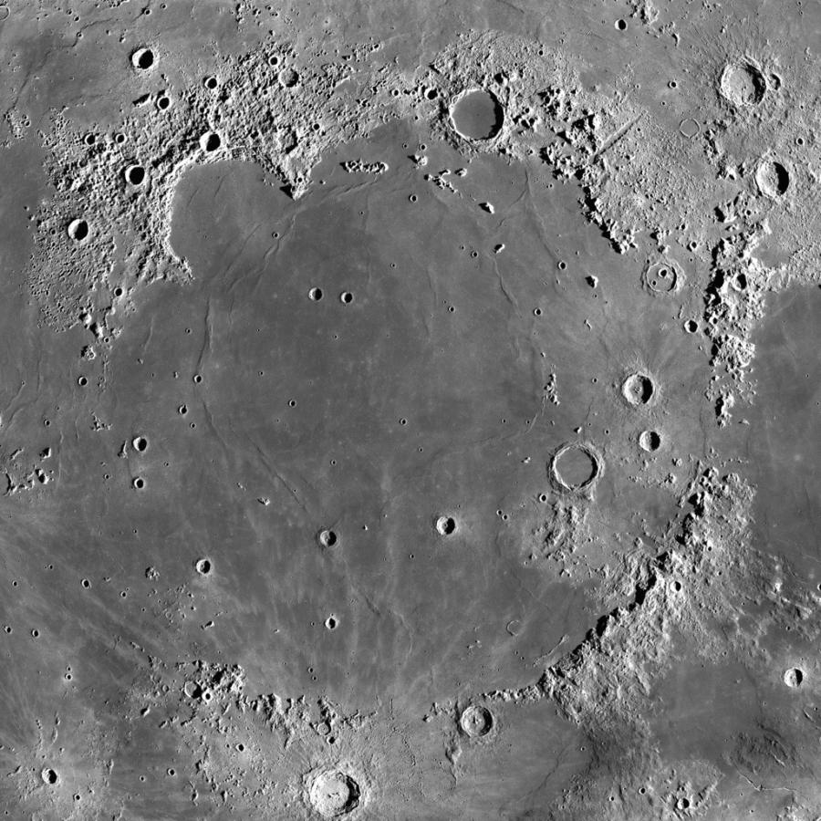 LRO сфотографировал лунные Карпаты