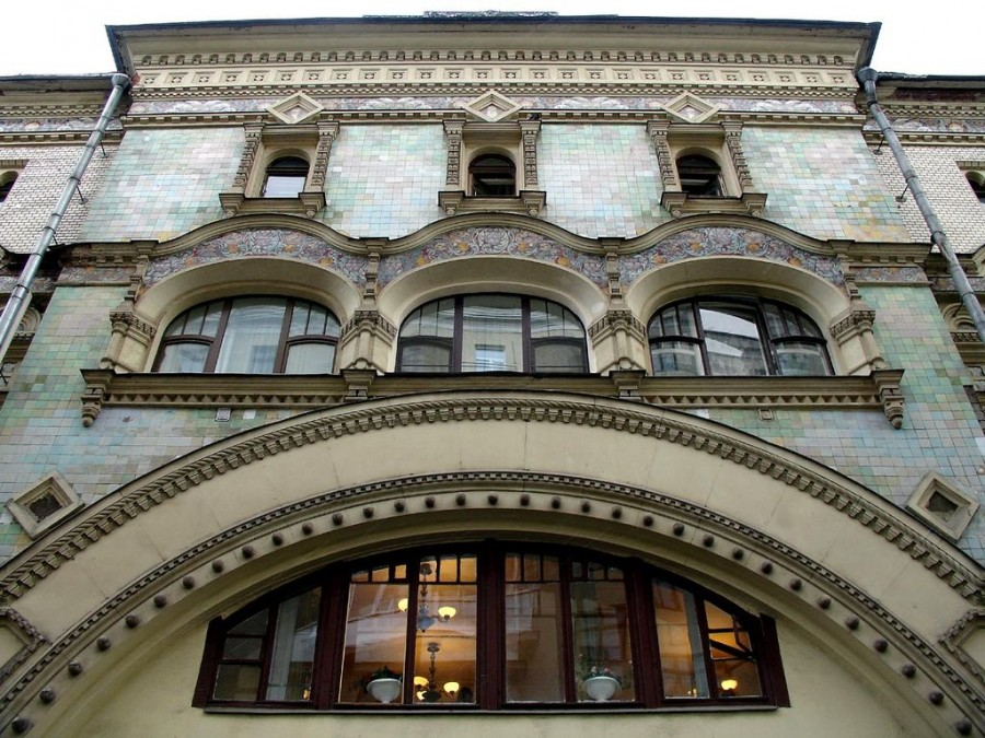 1024px-Savvinskoye_Podvorie_Moscow_Main_Entrance