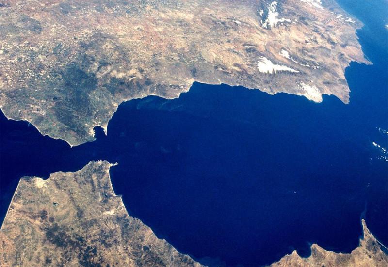 Гибралтарский пролив, вид из космоса.