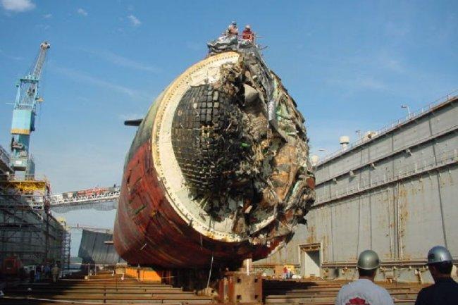 Подводная лодка тупых пиндосов San Francisco после того, как она врезалась в подводную скалу.