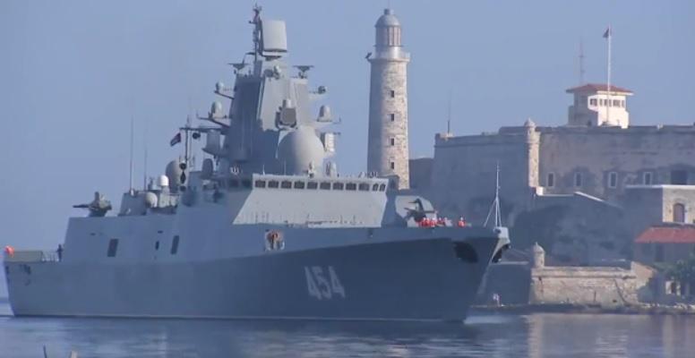 """Русский фрегат """"Адмирал Горшков"""" входит в гавань Гаваны."""