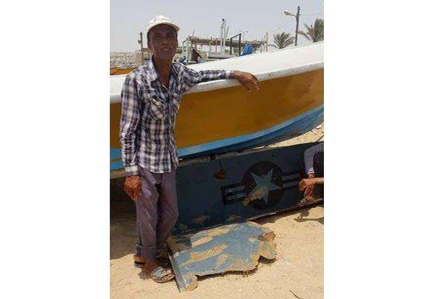 Иранские рыбак с выловленными в Персидском заливе у берегов Ирана остатками беспилотника тупых пиндосов. Это все, что осталось от беспилотника тупых пиндосов стоимостью в 250 млн. долларов.