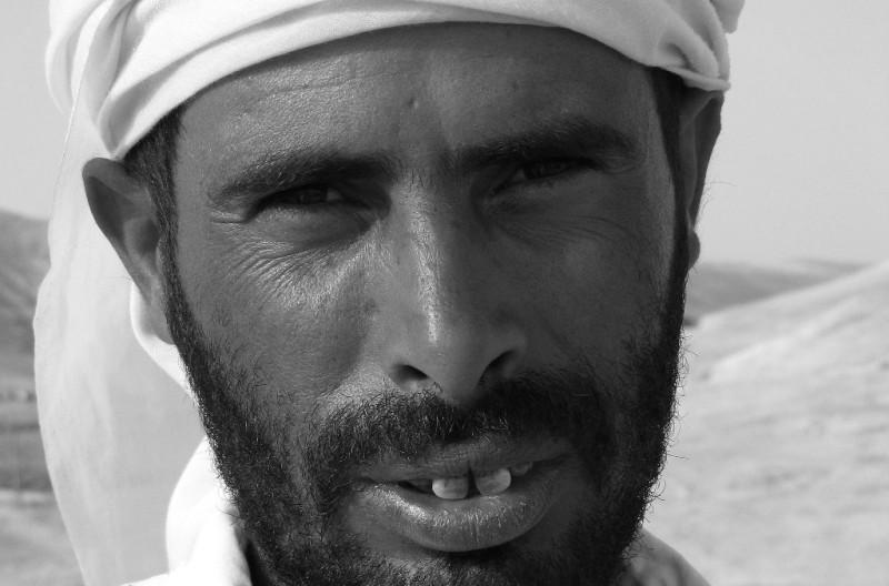 Современный бедуин из племени, кочующем в южной части Сраиля.