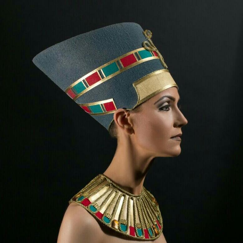 Египетская царица Нефертити.