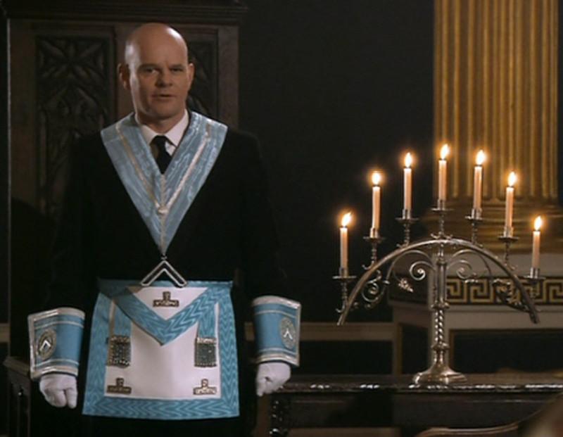 """Семисвечник - один из важных символов в христианских и иудейских религиозных церемониях, которые египтяне через Моисея передали евреям. И масоны решили также включить этот символ в свое """"меню""""  - то есть в свои масонские обряды и церемонии."""