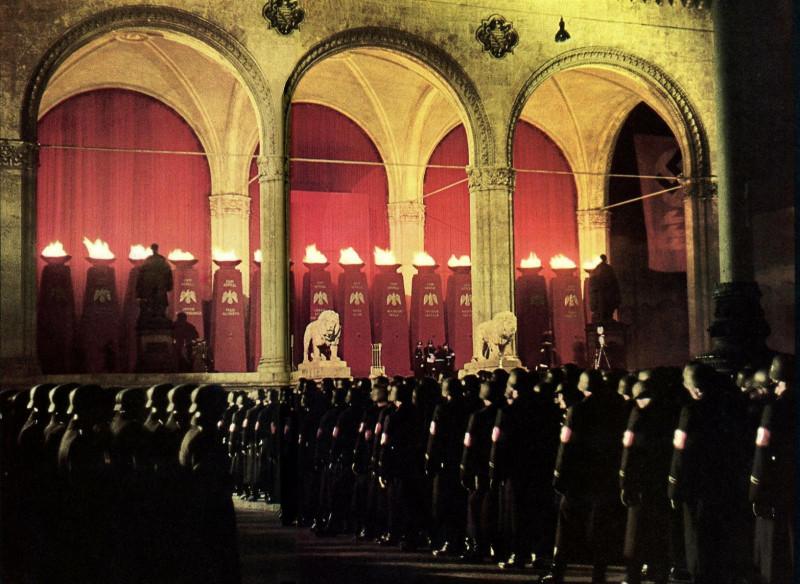 Нацистские церемонии по сути были чем-то вроде альтернативы ритуалам в масонских ложах.