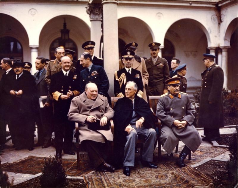 """""""Правильные"""" оккультисты-победители обсуждают в Ялте послевоенный мир. И готовятся судить """"неправильных"""" проигравших оккультистов."""