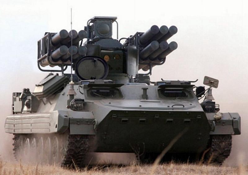 """Сравните это с аналогичным русским комплексом ЗРК """"Сосна"""". В нем также используются ракеты от переносного комплекса ЗРК """"Стрела"""", но их 12! С дальностью до 10 км и высотой 5 км, с перегрузкой в 40g и автоматической системой наведения. И со своим мощным радаром. Про платформу я не говорю - по проходимости, защите и прочим параметрам она, конечно, абсолютно превосходит убогие бронемашинки Hamvee."""