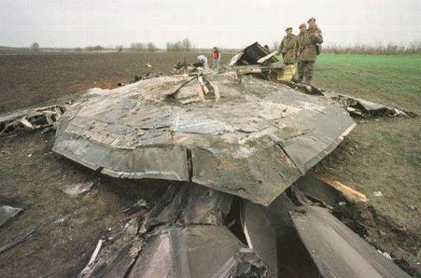 """Развалины """"невидимки"""" F-117 тупых пиндосов, сбитого сербами во время войны в Югославии."""
