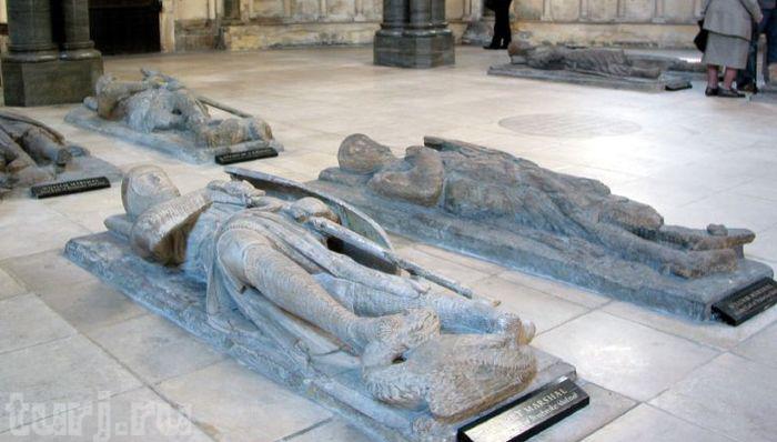 Могилы тамплиеров в церкви Temple Church в Лондоне.