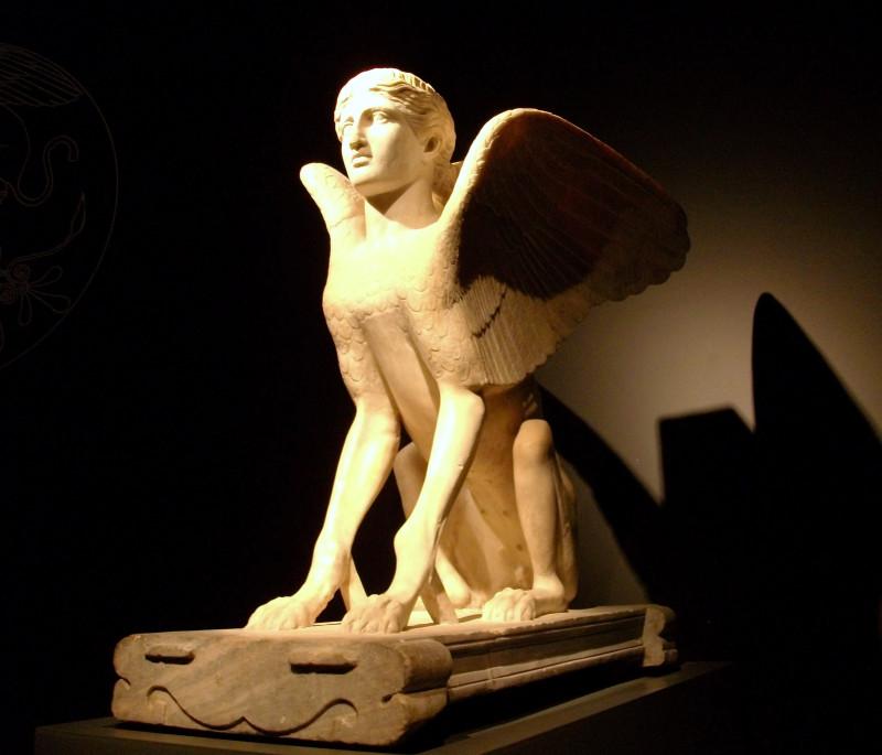 """Римский Сфинкс. В целом повторял древнегреческого, а древние греки позаимствовали Сфинкса, конечно, у египтян. Сфинкс стал символом загадочной природы человека - полуживотного-полубожества. У греческого Сфинкса была своя загадка (которую разгадал Эдип): «Скажи мне, кто ходит утром на четырёх ногах, днём — на двух, а вечером — на трёх? Никто из всех существ, живущих на земле, не изменяется так, как он. Когда ходит он на четырёх ногах, тогда меньше у него сил и медленнее двигается он, чем в другое время». Ответ таков: это человек. В младенческом возрасте он ползает, в расцвете сил он ходит на двух ногах, а в старости — опирается на трость. Но все эти """"мудрости"""" древних греков были ничем, ребяческими играми деревенских мудрецов, по сравнению с мудростью и знаниями египтян."""