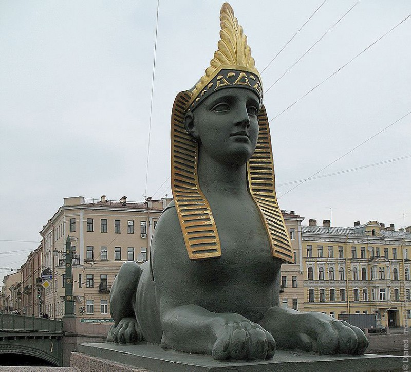 """Русский Сфинкс на Египетском мосту в Санкт-Петербурге. На Европу и на """"западную цивилизацию"""" он смотрит как на говно."""
