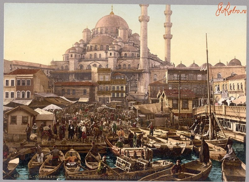 Константинополь был крупнейшим морским портом в мире. И через него проходили не только важнейшие сухопутные торговые пути, но и пути морские и водные.