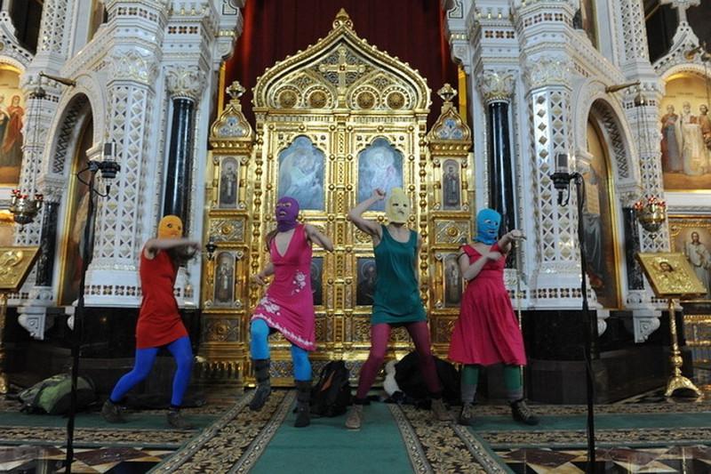 """Акция """"Пусси Райот"""" в Храме Христа Спасителя 12 февраля 2012 года. Одна из самых громких провокаций кремлевского режима последнего времени против российского общества."""