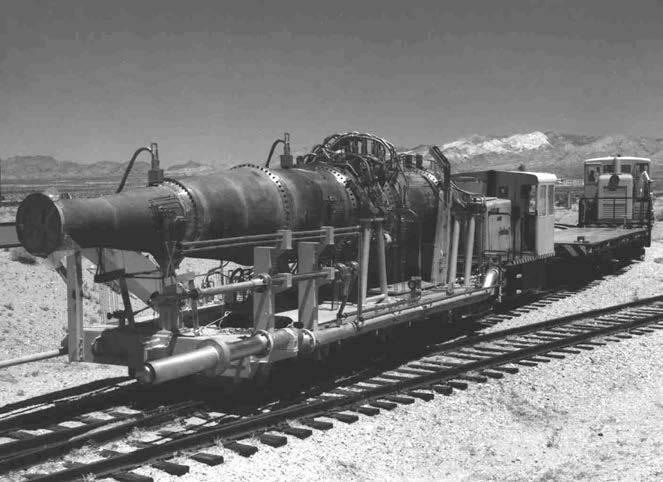 """Тупые пиндосы везут на паровозике ядерный двигатель для своей """"крылатой ракеты"""" в рамках проекта """"Плутон"""" для испытаний в пустыню Невада."""
