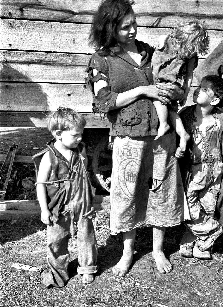 Обнищавшая семья тупых пиндосов во время великой депрессии в США.