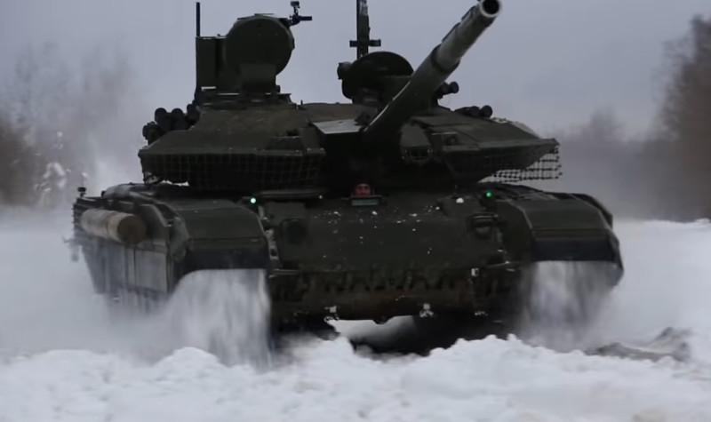 """Русский танк Т-90М """"Прорыв"""" во время испытаний. Это настоящий танк, а не какой-то гроб на гусеницах, обвешанный со всех сторон непонятно чем."""