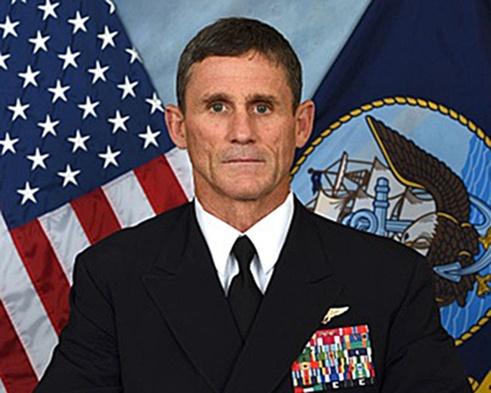 Тупой пиндос вице-адмирал Эндрю Льюс, командующий 2-м флотом Пиндостана. Типичный заокеанский дебил. Прямо из комедии.