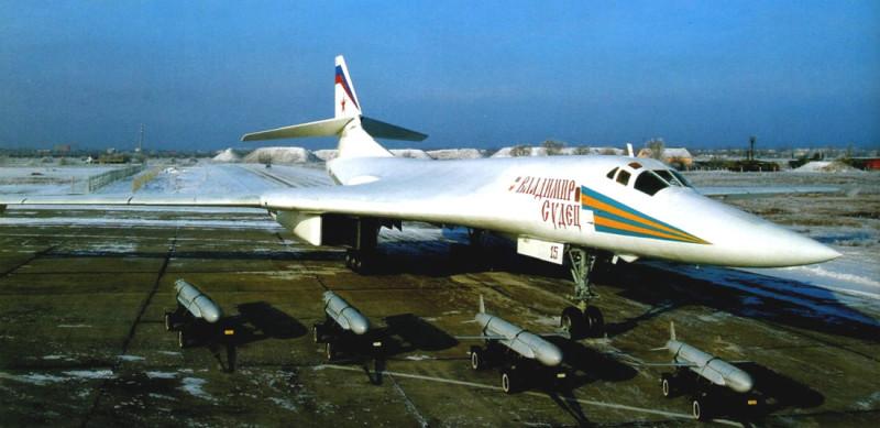Русский стратегический бомбардировщик Ту-160 с ядерными крылатыми ракетами X-55 - таких ракет он может нести до 8 штук. Этого достаточно, чтобы уничтожить восемь крупных городов тупых пиндосов или восемь городов сраных бриташек.