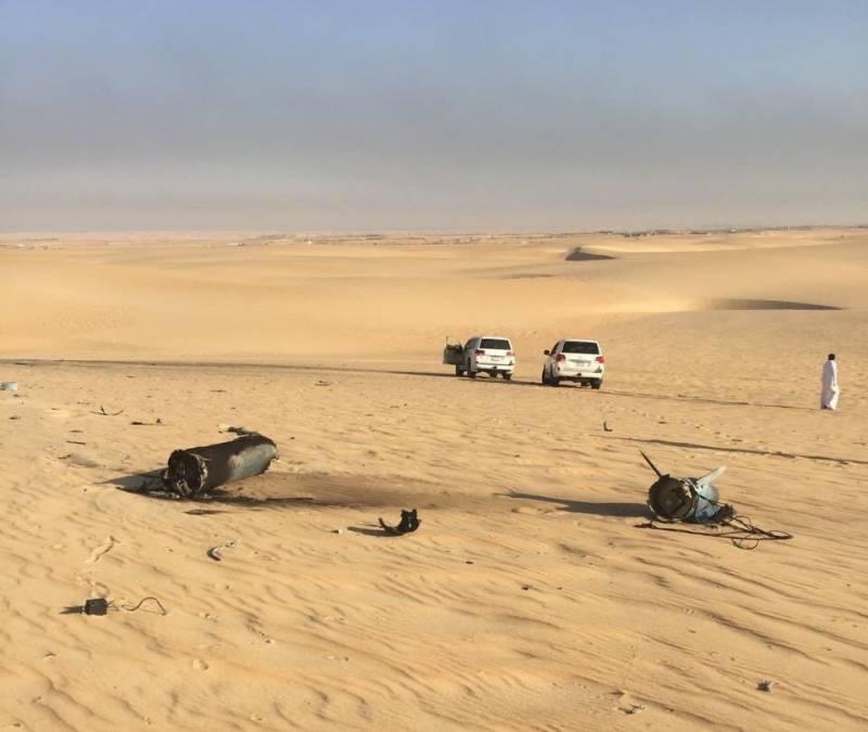 """Обломки ракеты хуситов """"Quds-1"""" (модификации советской крылатой ракеты X-55), найденные вблизи пораженных нефтяных объектов саудитов."""