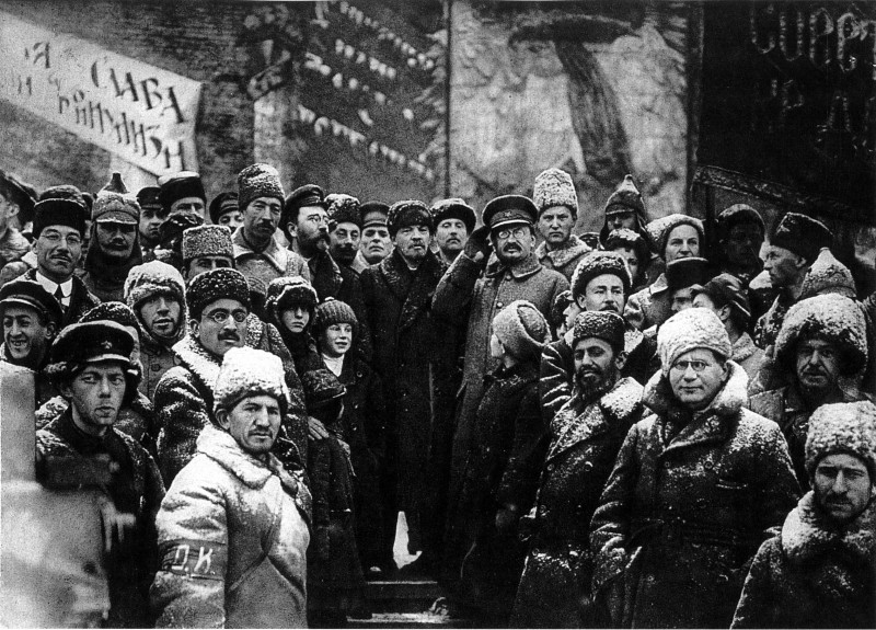 Большевики. Эта банда уголовников, дегенератов и диких азиатов, из числа британской и немецкой агентуры из Коминтерна, чуть не погубила всю Россию.