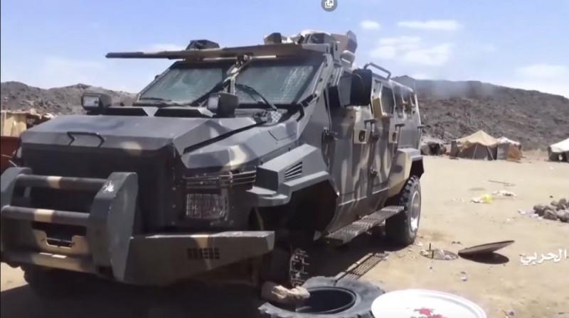 Бронеавтомобиль тупых пиндосов на вооружении Саудовской Аравии, подбитый хуситами.