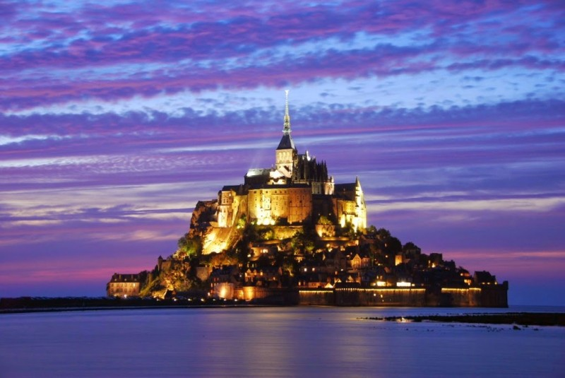 Замок Мон-Сен-Мишель во Франции.