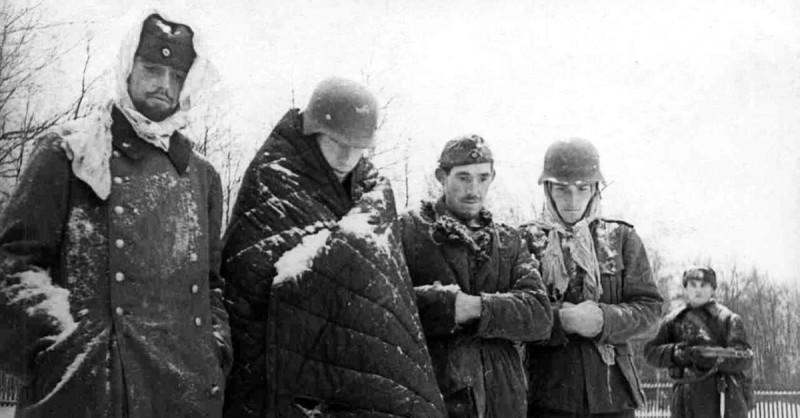 """Немцы тоже хотели завоевать """"русских варваров"""", чтобы расширить свое """"жизненное пространство"""". Но что-то снова пошло не так - тупая немчина забыла прихватить с собой теплые вещички, пригодные для русского климата, а воевать русские умели не хуже немчины."""