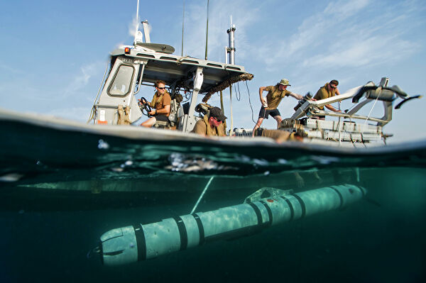 Тупые пиндосы запускают подводный дрон REMUS 600.