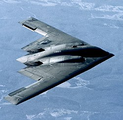 """Бомбардировщик B-2, сделанный по схеме """"летающее крыло""""."""