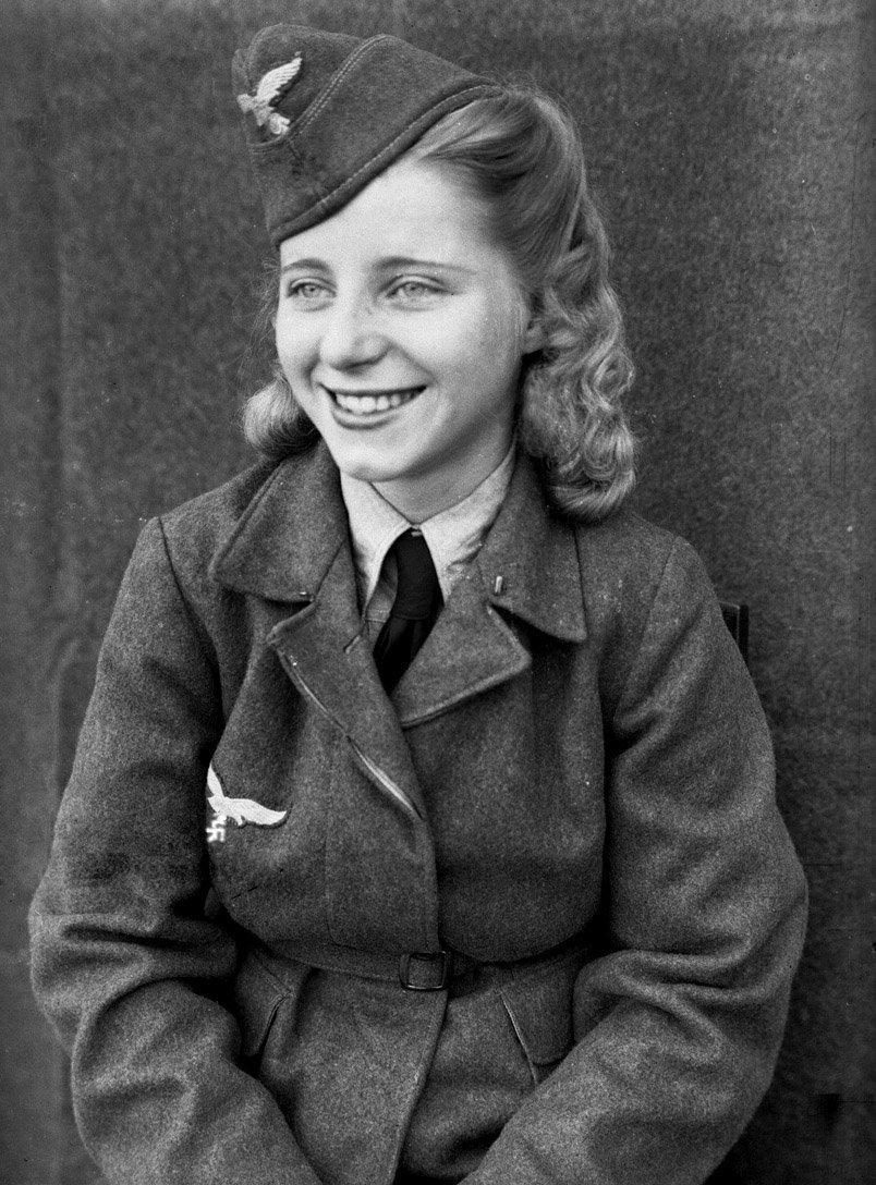 Немецкая фашистка из числа охранников концлагеря смерти. Сколько в этой немецкой женщине чисто немецкой добропорядочности, честности и гуманизма!
