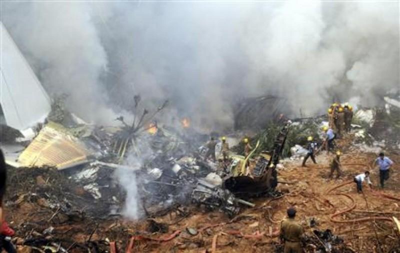 """Последствия тупости и жадности тупых пиндосов из компании """"Боинг"""" - место крушения их лайнера в Эфиопии."""