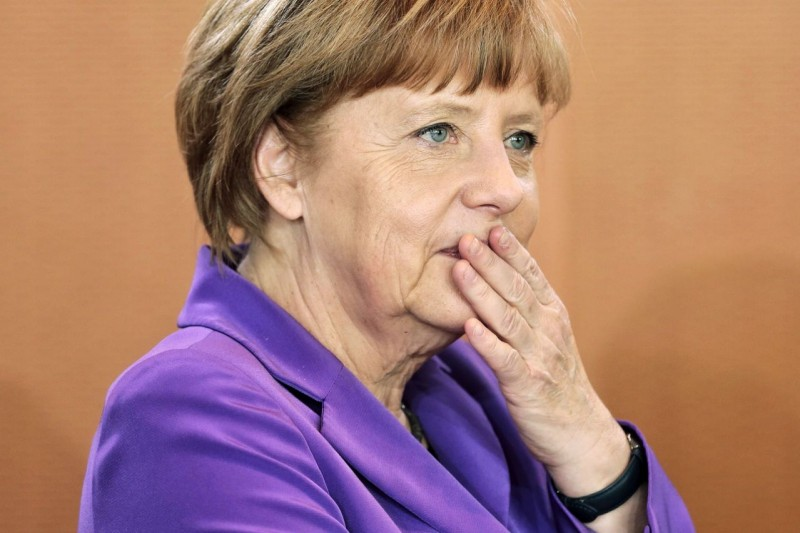 """""""Ай-яй-яй! Стыдно-то как!"""" Меркель уже давно не девочка, но она до сих пор каждый раз испытывает стыд - стыд от того, что немцы из """"богоизбранного народа"""" делали божественное душистое туалетное мыло."""