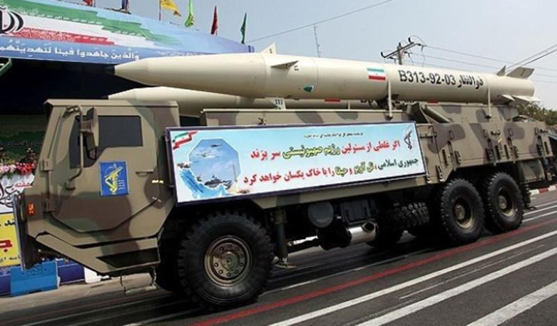 Иранская мобильная пусковая установка с двумя ракетами Zolfaghar.