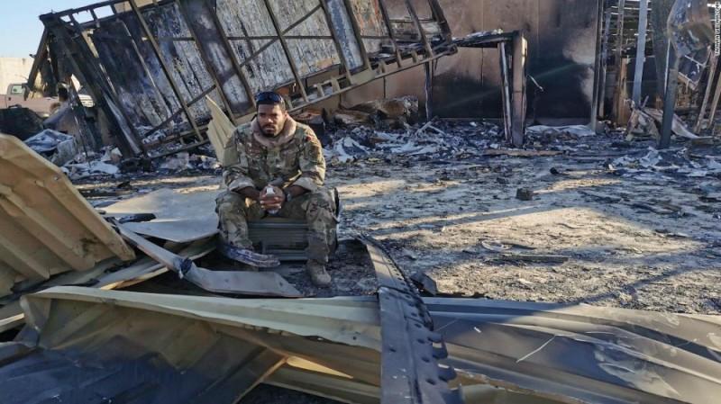 Заокеанский ублюдок на базе «Айн аль-Асад» после ракетного удара Ирана что-то приуныл и теперь ему очень хочется домой. И желательно - живым, а не в ящике со звездно-полосатым флагом.