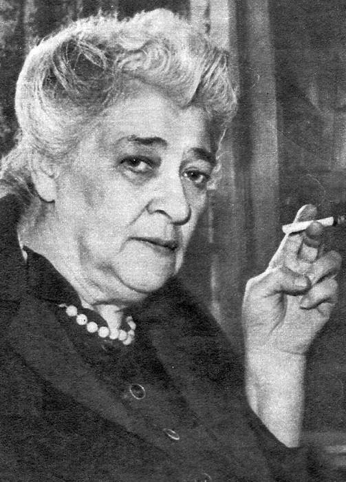 """Фаина Раевская (урожденная Фанни Фельдман) - омерзительная жидовка, которая очень любила грязно выругаться матом и плевать на пол, и от которой воняло, как от грязной пепельницы или от еврейской миквы. Но россиянская еврейская интеллигенция и сегодня преподносит эту отвратительную жидовку и местечковую хамку как """"великую советскую актрису"""" и """"очень остроумную и мудрую женщину"""". Но такова ВСЯ советская интеллигенция, и таковы все совки - от партийцев и гебистов до простых гопников в подворотнях. Раневская - это лицо всей советской """"культуры""""."""