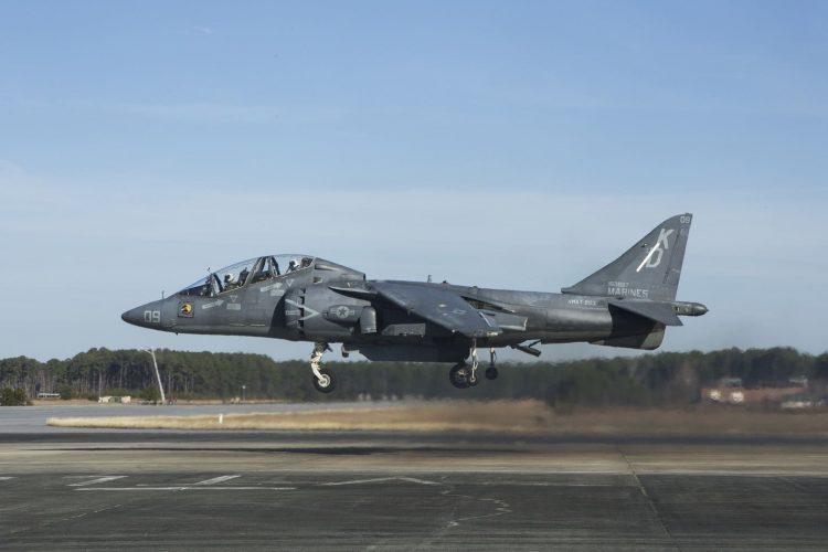 AV-8B Harrier II. Рептилия из времен холодной войны снова усилит могучую армию тупых пиндосов.