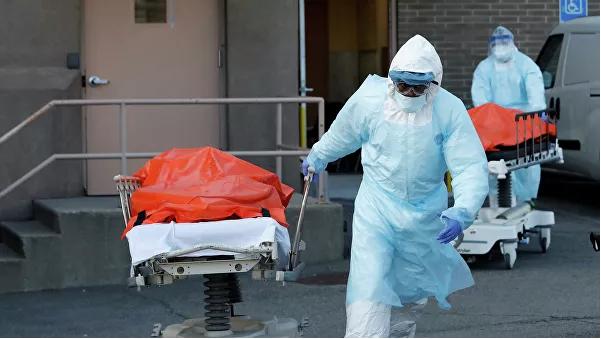 """Тела подохших от """"американки"""" тупых пиндосов вывозят из больницы Wyckoff Heights в Нью-Йорке, Бруклин. За одни только последние сутки - таких тупых пиндосов вывезли почти 2 000 штуки."""