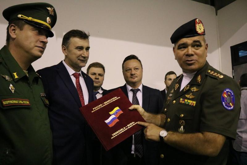 Открытие вертолетного учебно-тренировочного центра в Венесуэле.