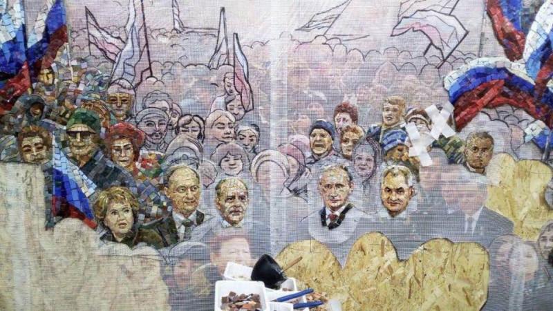 Изображение Путина, Шойгу, Патрушева и Бортникова на фреске в храме ВС РФ. Нимб у Путина уже просматривается, но пока не светится.