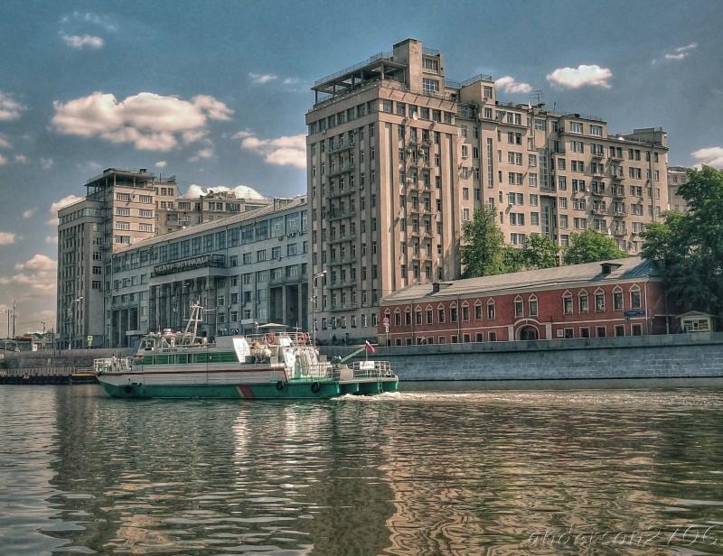 """""""Дом на набережной"""" в Москве. Построен Джугашвили для своей большевицкой и гебешной сволочи в 1931 году."""