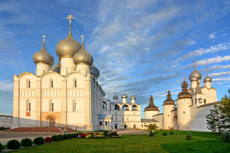 Успенский собор в Ростове. Построен при Андрее Боголюбском, но несколько раз горел в пожарах и восстанавливался.