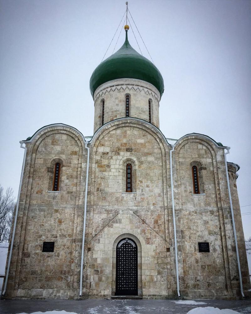 Спасо-Пребраженский собор в Переяславле-Залесском. Заложен Юрием Долгоруким в 1152 году, достроен Андреем Боголюбским в 1157 году.