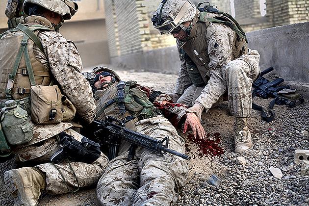 Тупой пиндос-оккупант во время агрессии в Ираке получил заслуженную пулю.