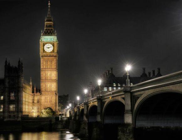 А это Биг-Бен в Лондоне. Так кому поклоняются мусульмане в Мекке: Каабе и Аллаху или Биг-Бену и англичанам?